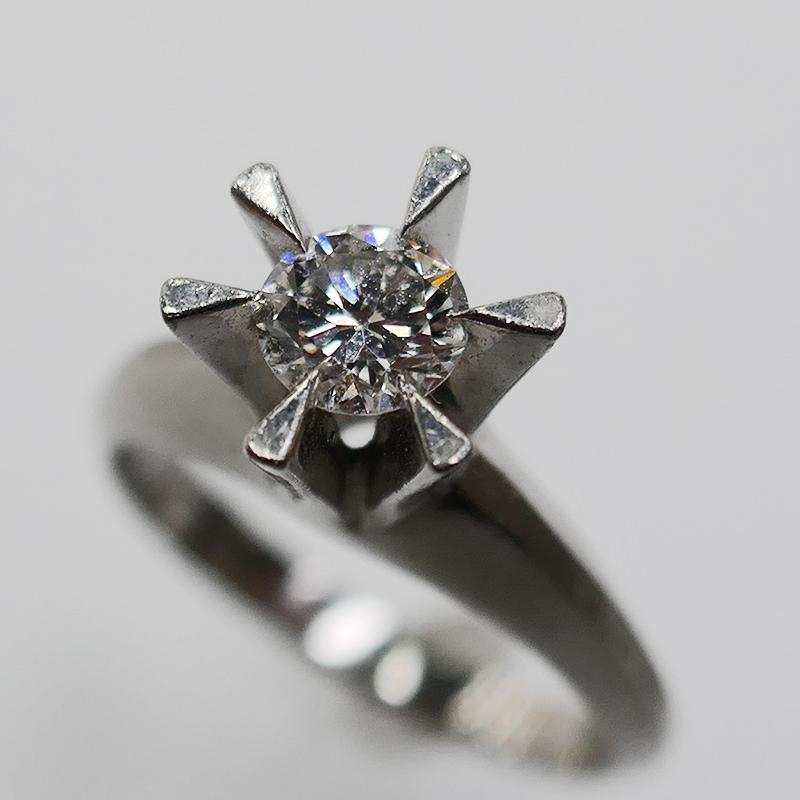 Pt900縦爪ダイヤリング